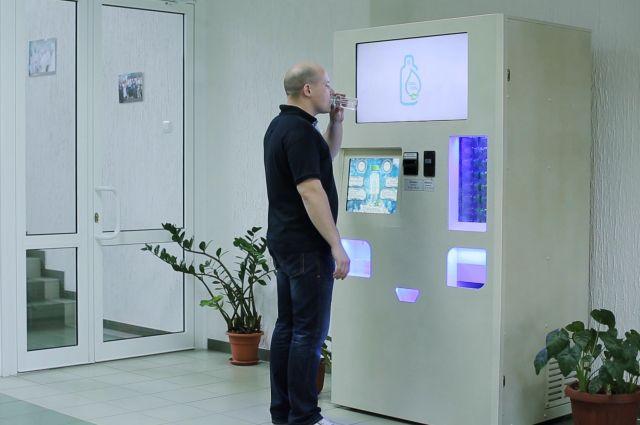 Автомат по продаже талой воды.