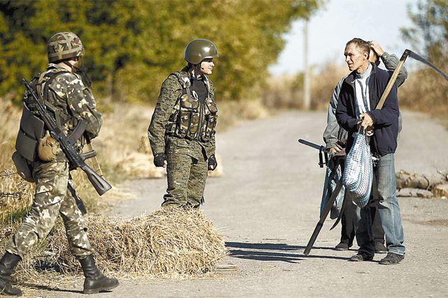 Армейские блокпосты напоминают о том, что до прочного мира ещё далеко.