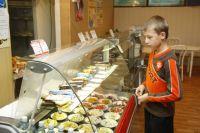 Бесплатные завтраки будут сохранены только для детей малоимущих матерей-одиночек?