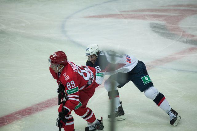 Хоккеисты «Автомобилиста» проиграли дома новокузнецкому «Металлургу»