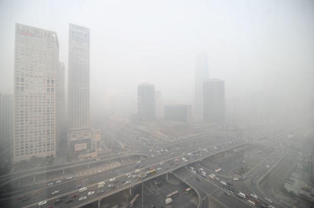 Нависший над Екатеринбургом смог мешает дышать горожанам