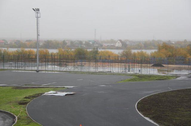 Площадка для волейбола и баскетбола.