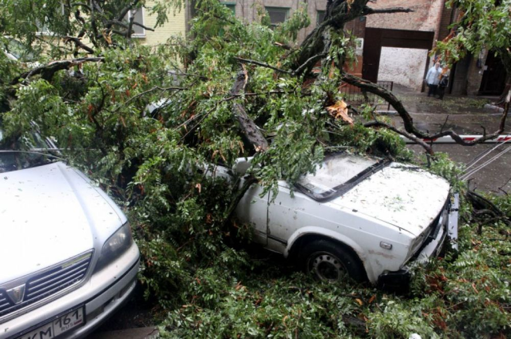 На разборе завалов работают 16 автовышек и 7 автомобилей УАЗ.