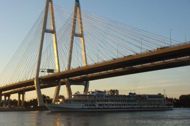 Сегодня Большой Обуховский мост - визитная карточка города.