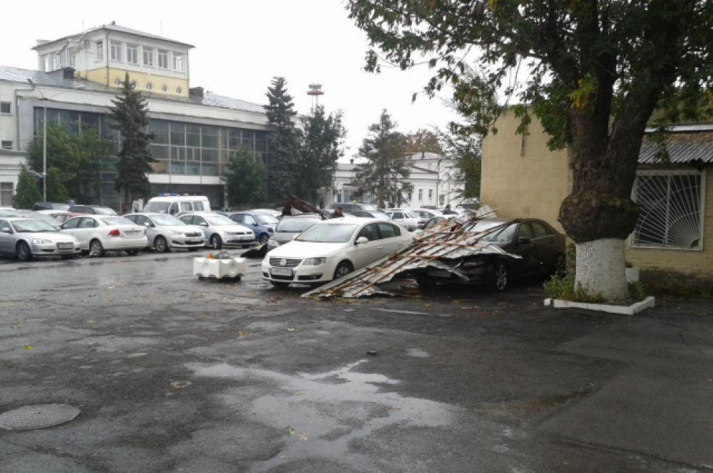Последствия урагана в аэропорту Ростова-на-Дону.