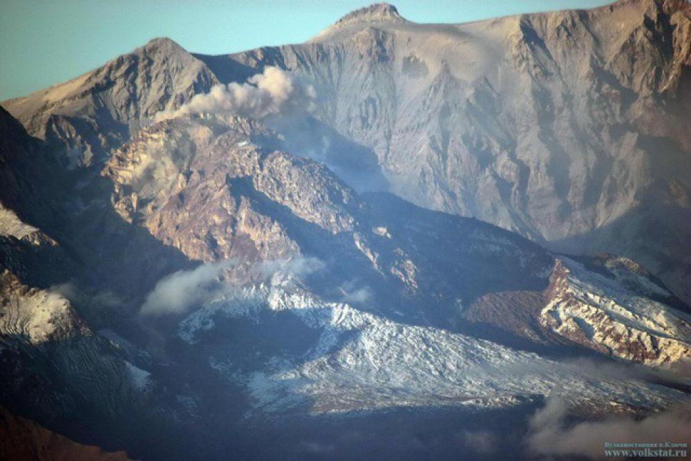Туристическим организациям рекомендовано не водить туристов в район вулкана.
