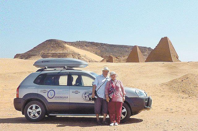 Пустыни и пирамиды для Александра и Татьяны - привычный пейзаж.
