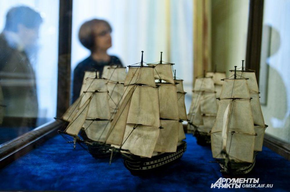 На выставке также представлены модели судов флота России.