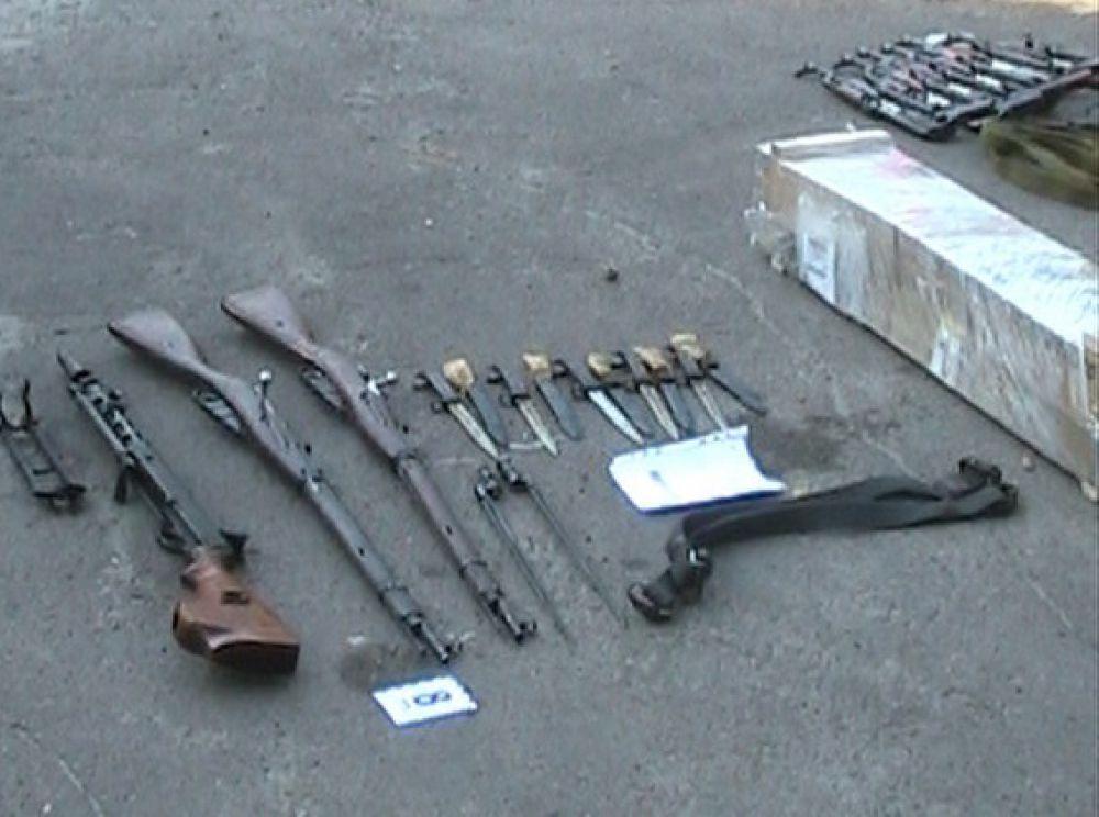 Сумские такси перевозят 15 автоматов Калашникова, винтовки и пулеметы