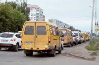 Движение на магистралях в городке нефтяников остановилось из-за ремонта сразу нескольких участков дорог.