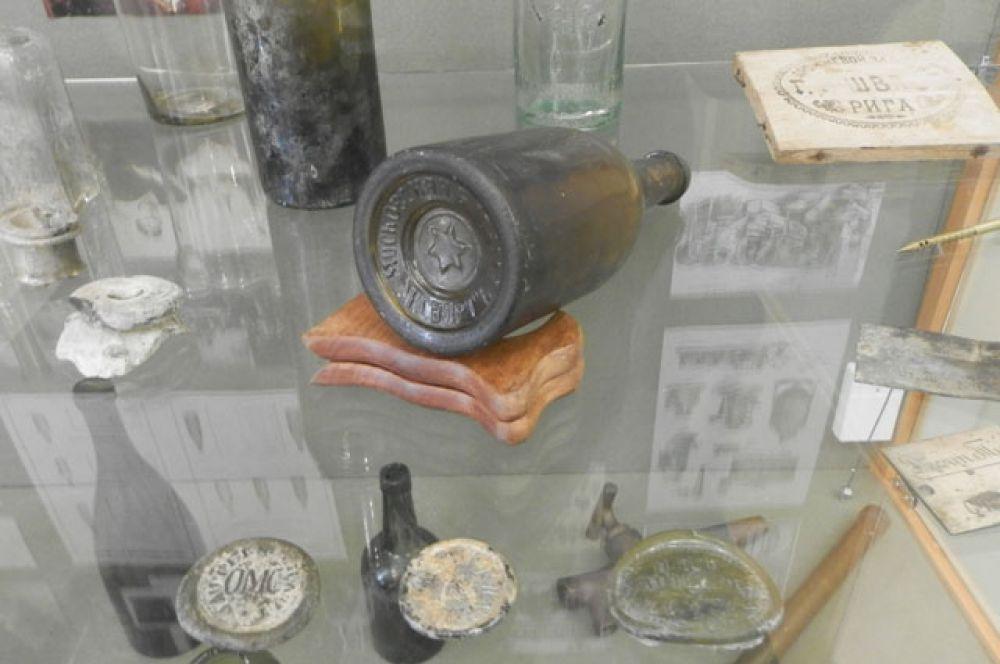 Этой бутылке уже больше ста лет