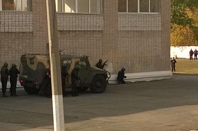 В ходе контртеррористической операции спасены ученики челябинской школы
