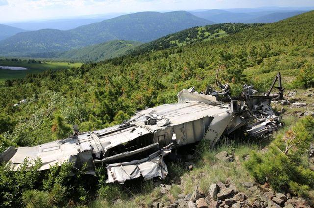 Обломки бомбардировщика в горах Кузнецкого Алатау.