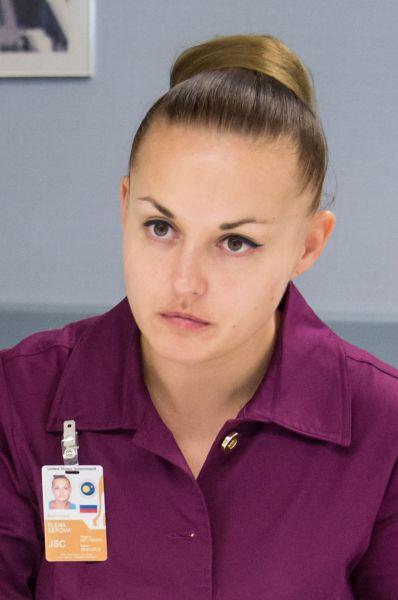 Серовой 38 лет. В отряд космонавтов она была зачислена в 2006 году, кандидатом на должность космонавта-испытателя.