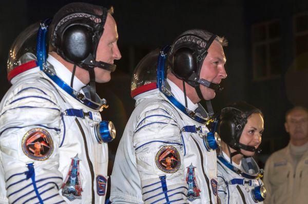 В 2011 году Самокутяев был командиром корабля «Союз ТМА-21». В апреле того года он уже стыковался на «Союзе» с МКС, на которой выполнял функции бортинженера.