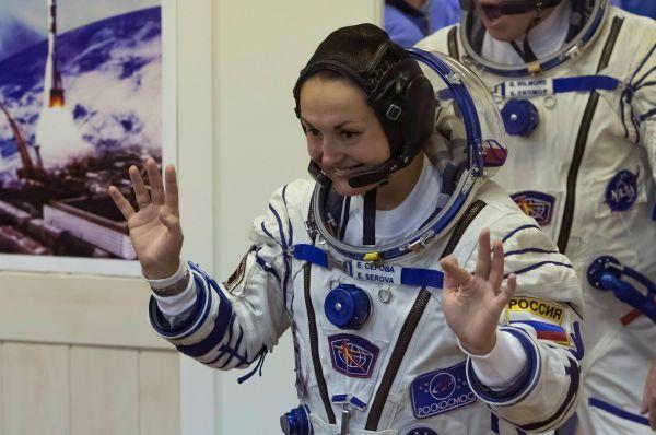На открытии Зимних Олимпийских игр в Сочи Серова в составе группы космонавтов поднимала флаг Российской Федерации. Это её первая космическая экспедиция.