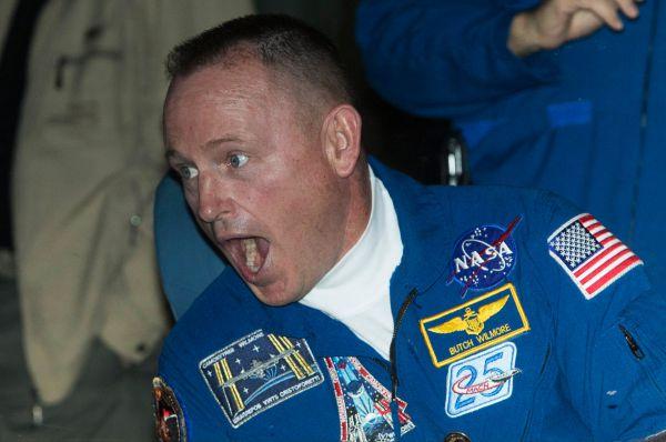 Вместе с россиянами на борт МКС с помощью «Союза» добрался капитан 1-го ранга ВМС США Барри Юджин Уилмор. Для него это второй полёт в космос.