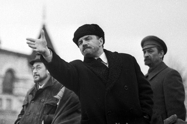 Михаил Ульянов в роли В. И. Ленина во время съемок фильма «Карл Либкнехт». 1965 г.