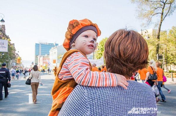 Самый юный участник шествия.