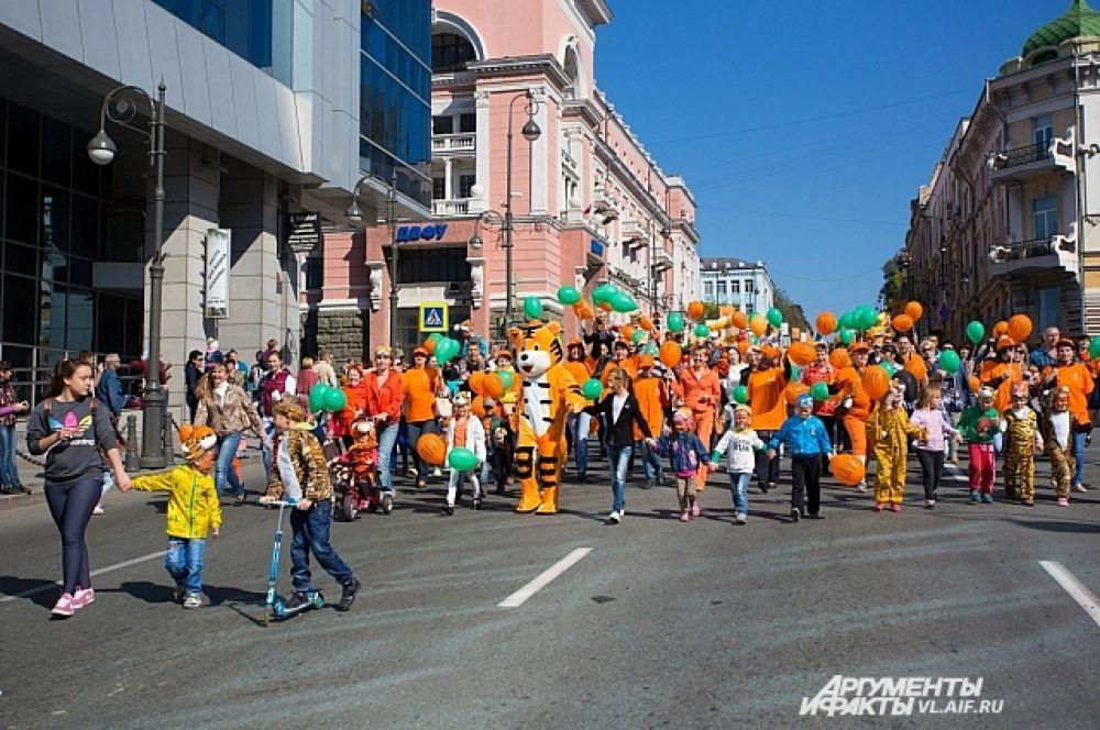На несколько часов главная трасса города стала пешеходной.