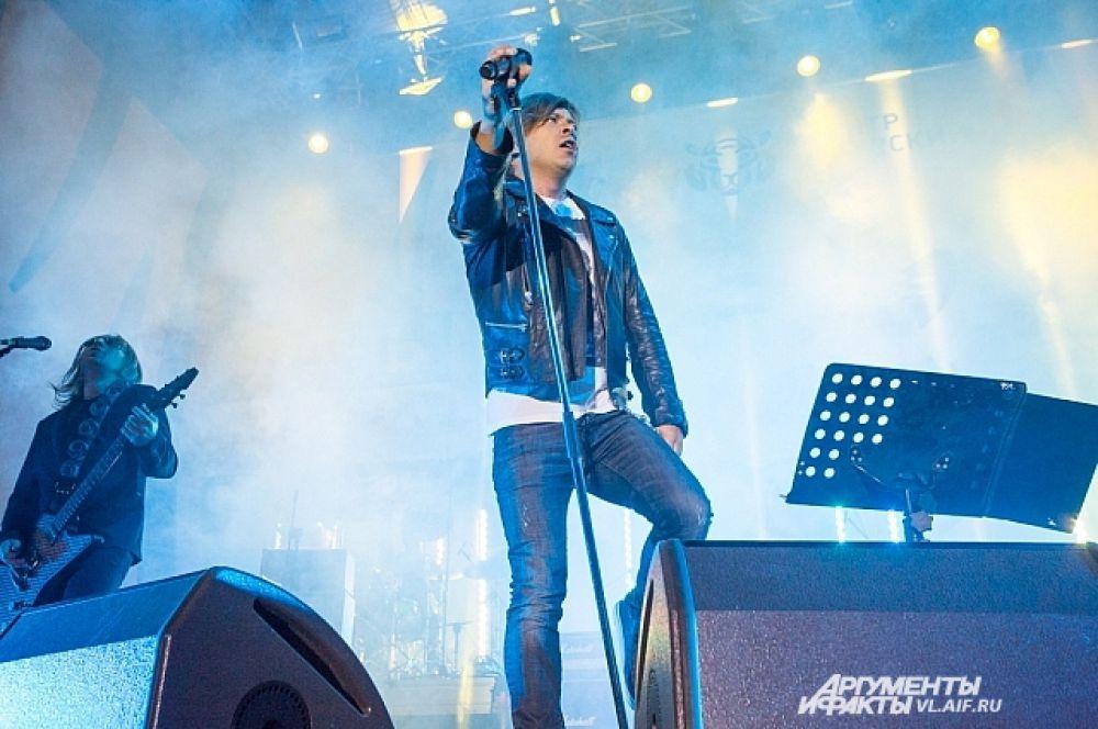 Концерт начали с «Революции».