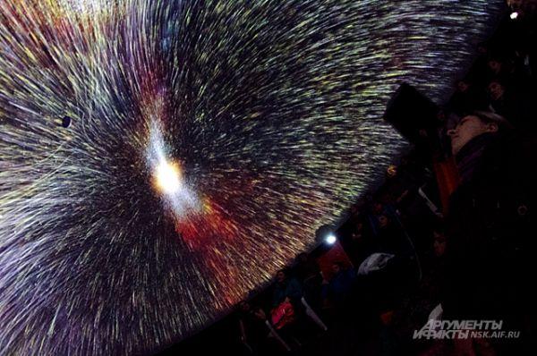 На зрителей обрушился настоящий, незабываемый звёздный дождь. На кадре - бомбардировка земной атмосферы космическими частицами.