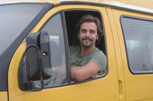 Юрист и водитель маршрутки Артем Белозеров стал актером.