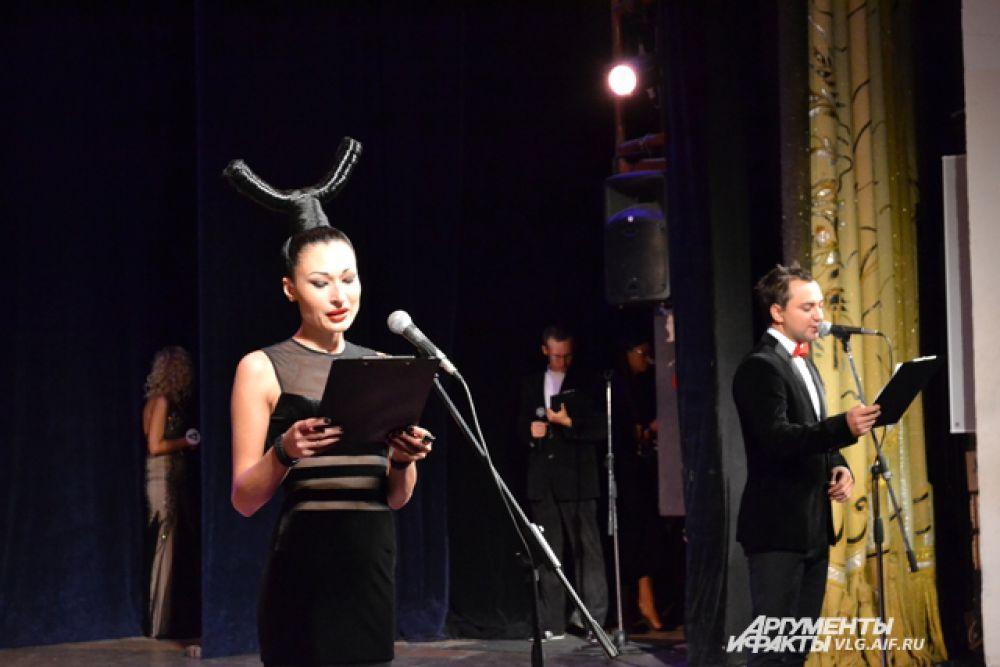 Ведущая конкурса - Наталья Синтектурия.