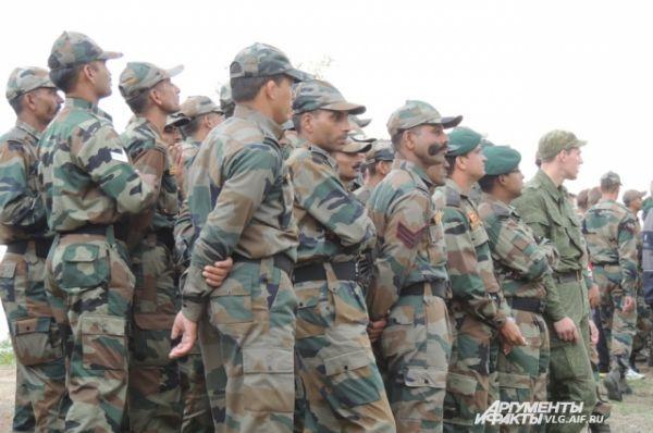 А также бойцы вооруженных подразделений Индии, которые находятся в данный момент на учениях в Волгограде.