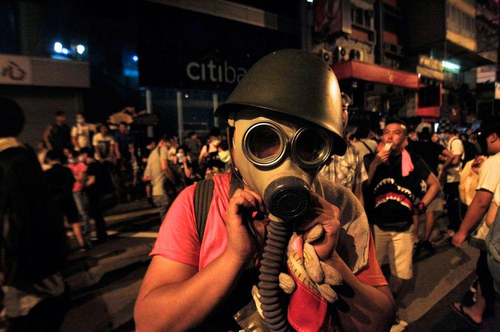 Группы митингующих в основном состоят из активной молодёжи и студентов.