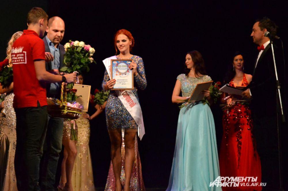Титул «Мисс Зрительских симпатий» завоевала Дарья Хрущ.