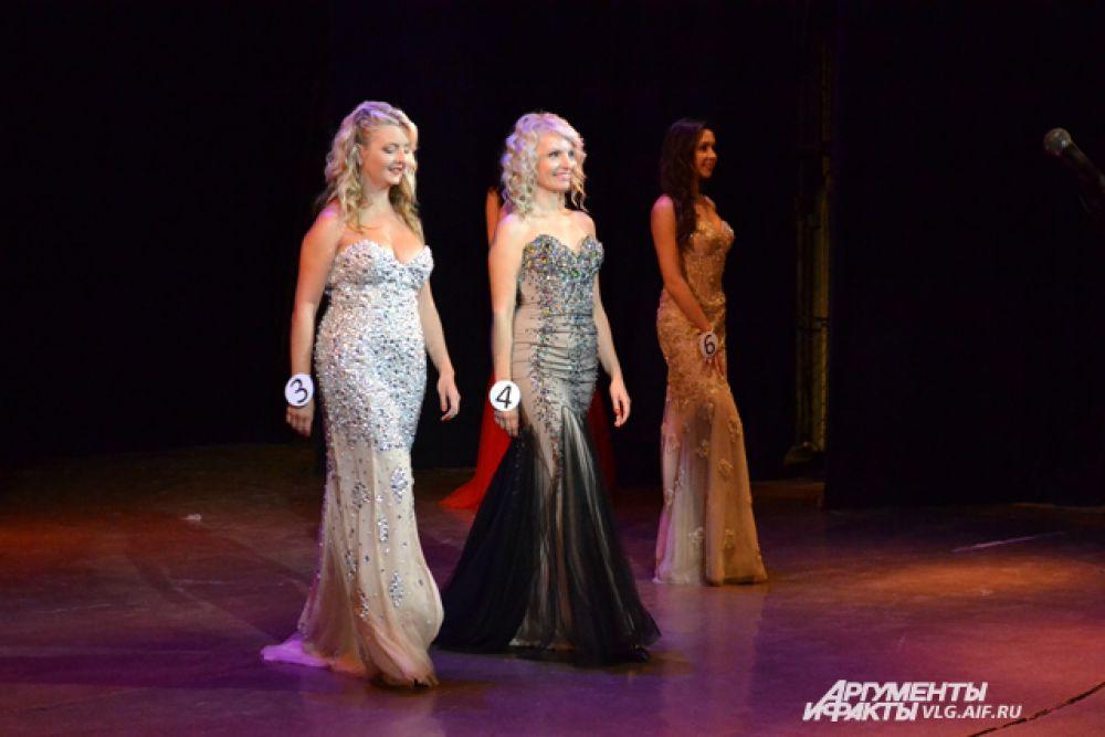 В финале девушки представили свою визитку, показали свои таланты в творческом конкурсе и прошлись по сцене в красивых платьях.