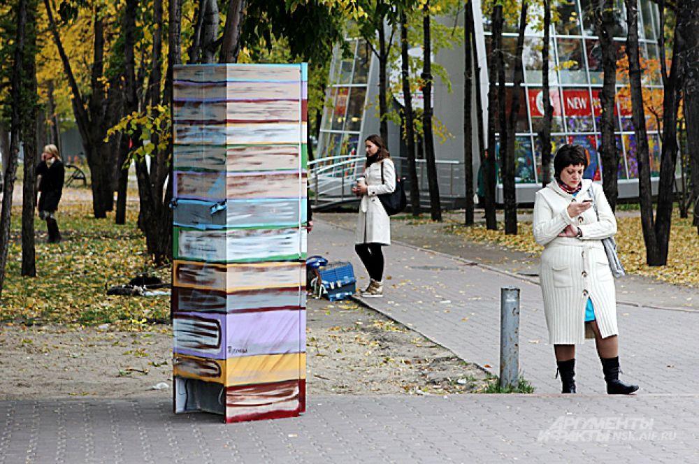 Помогут ли новосибирцам «вылезти» из смартфонов книжные чудо-холодильники?