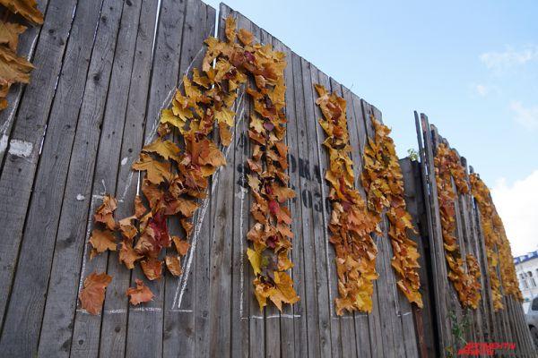 Больше тысячи листьев потребовалось для оформления концепта.