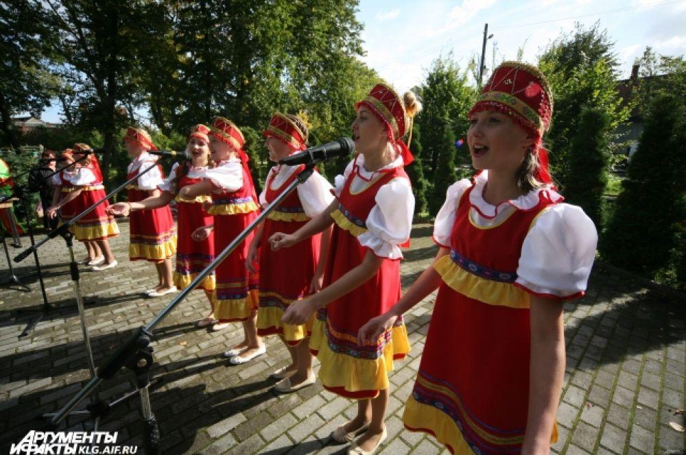 Праздник прошёл под задорные песни творческих коллективов района.