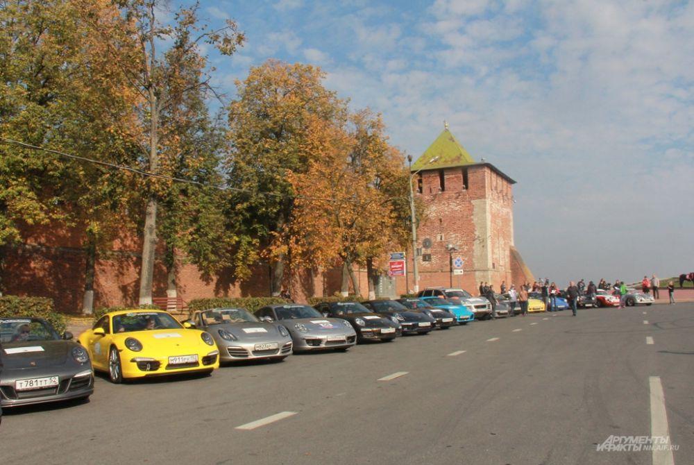 Выставка раритетных автомобилей прошла у стен Нижегородского кремля