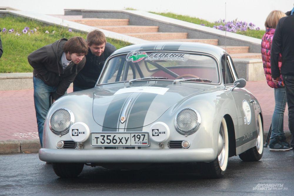 Porsche 356 А - первый автомобиль фирмы, созданный Фердинандом «Ferry» Порше (сыном основателя компании Фердинанда Порше).