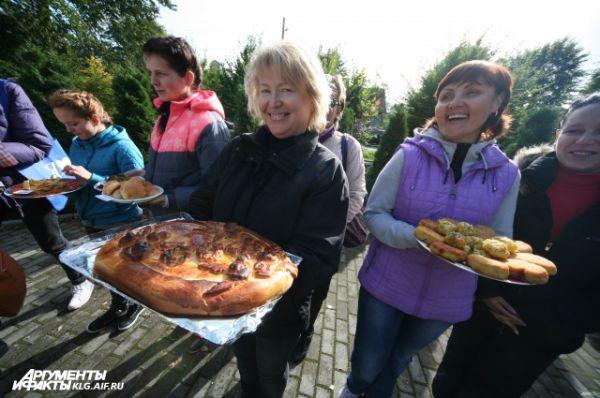 Каждая хозяйка хотела доказать, что картофель бывает не только вареным и жареным, и приготовили из овоща настоящие шедевры кулинарии.