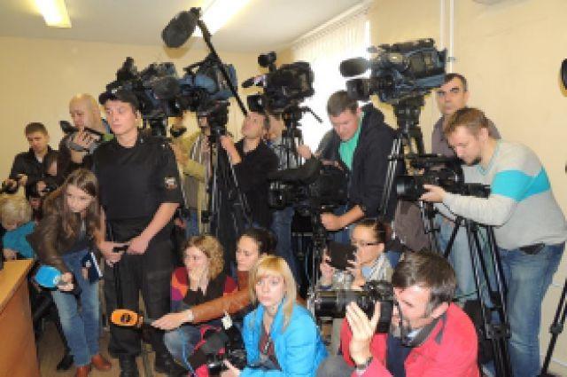 Чаще всего журналисты делают новости «под заказ».