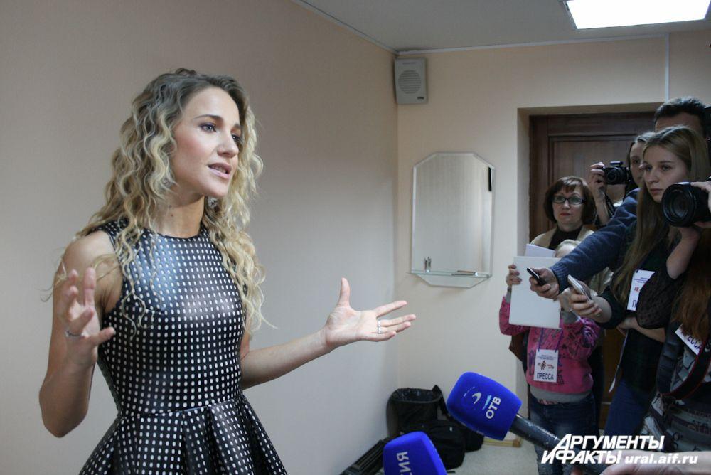 На звезду российской эстрады Юлию Ковальчук участники концерта произвели хорошее впечатление. «Это профессиональные коллективы, выступающие на хорошем уровне», – сказала певица.