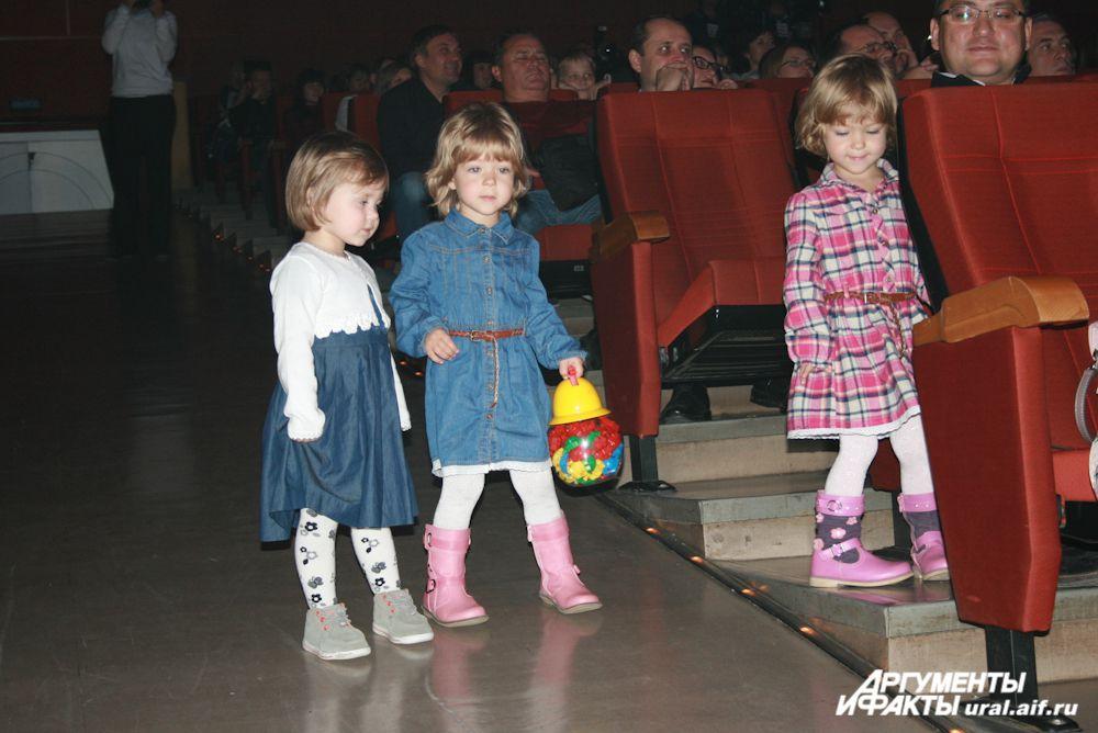 К финалу концерта артисты подняли «целевую аудиторию» со своих мест.