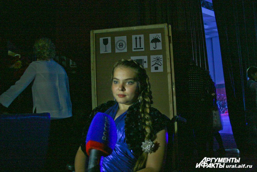 Юной вокалистке Ксюше Каминской сделали самый большой подарок – она спела дуэтом со звездой Юлией Ковальчук. Незадолго до этого Ксюша перенесла операцию и сейчас делает первые шаги.