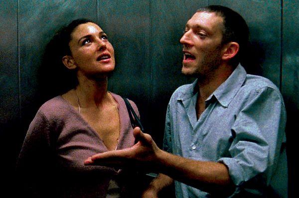 Наиболее успешная фаза кинокарьеры Беллуччи наступила в начале 2000-х, с выходом фильма «Необратимость» Гаспара Ноэ. Вместе с Моникой одну из главных ролей исполнил Венсан Кассель.