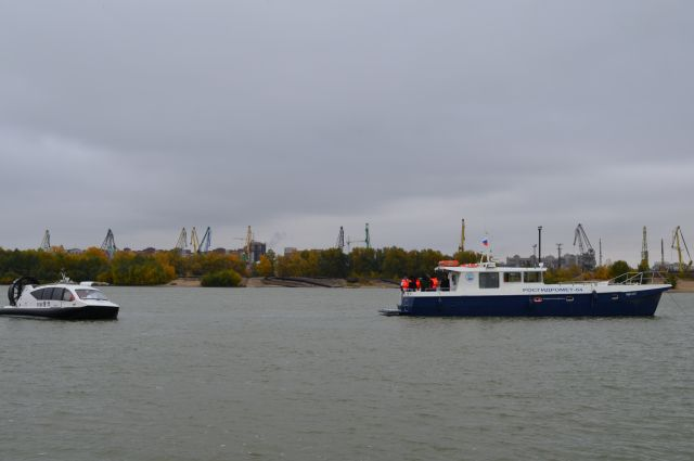 Маломерное научно-исследовательское судно позволяет осуществлять анализ воды на месте.