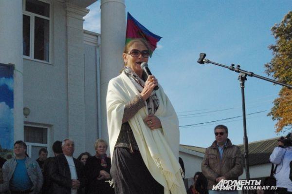 Актриса Людмила Зайцева родилась в Усть-Лабинском районе и была очень рада приехать на малую родину.