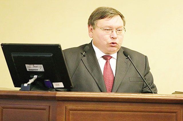 Павел Коньков принял присягу на Конституции Российской Федерации и Уставе Ивановской области.
