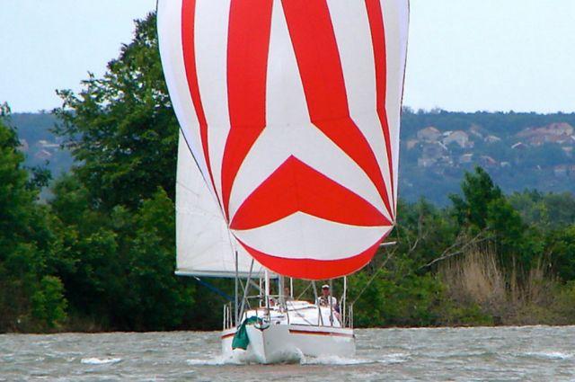В Донской лодочной компании построили современную парусную яхту