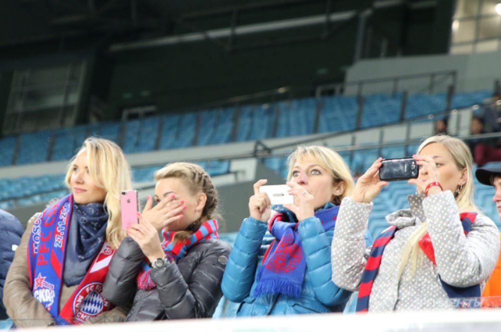 Как заявлялось, болельщики, которые поддерживали на стадионе ЦСКА, были представителями спонсоров и УЕФА.