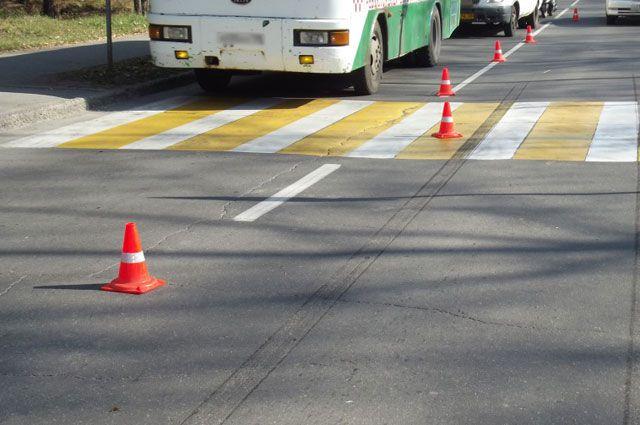 На пешеходном переходе в результате ДТП пострадал молодой мужчина.