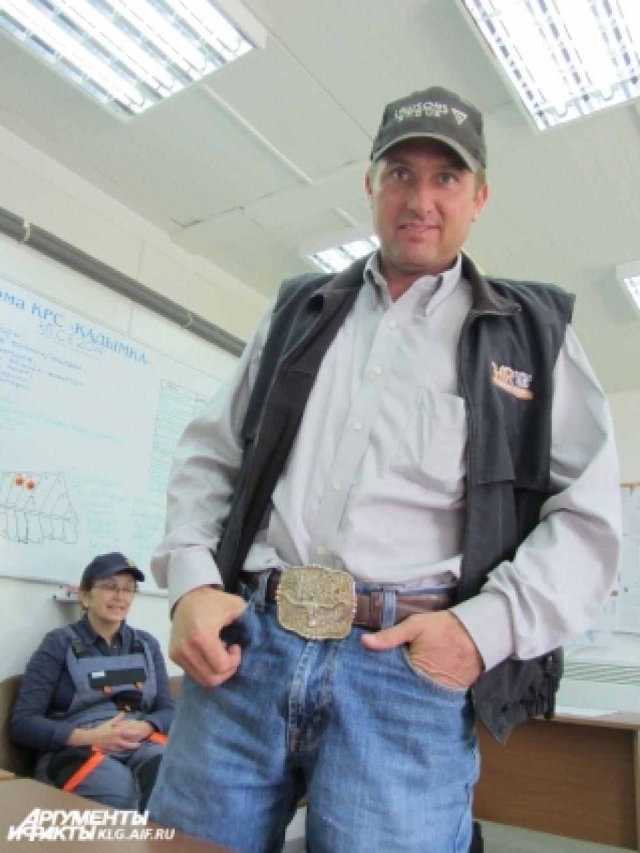 «Чемпионский» пояс с чеканной пряжкой - награда за победу в одном из многочисленных родео.